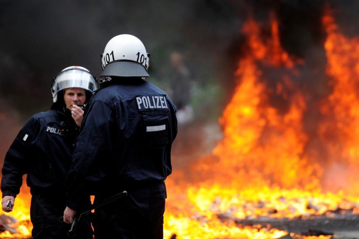 Policejní zásah proti německým neonacistům