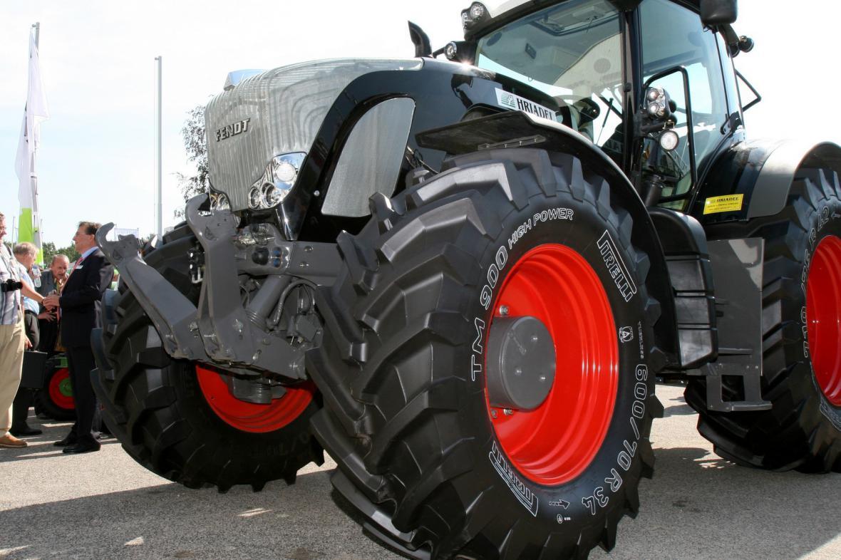 Traktor na silnici
