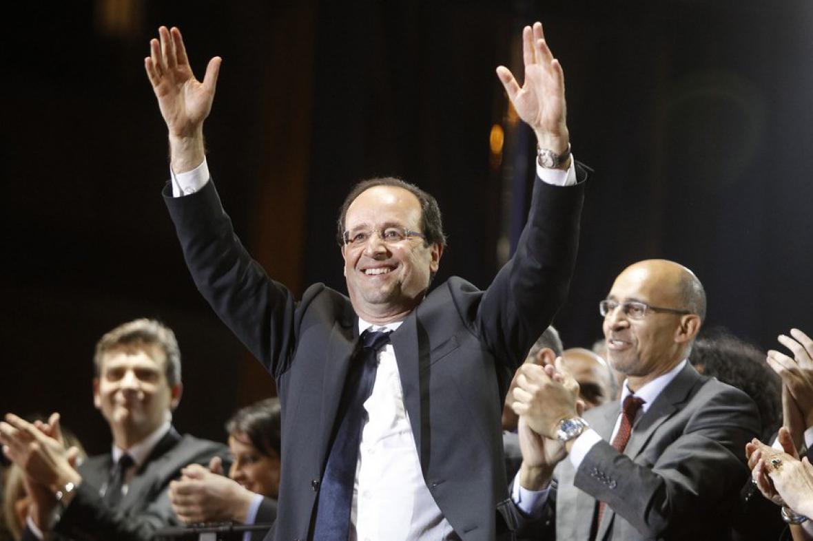 Nově zvolený prezident François Hollande na náměstí Bastilly