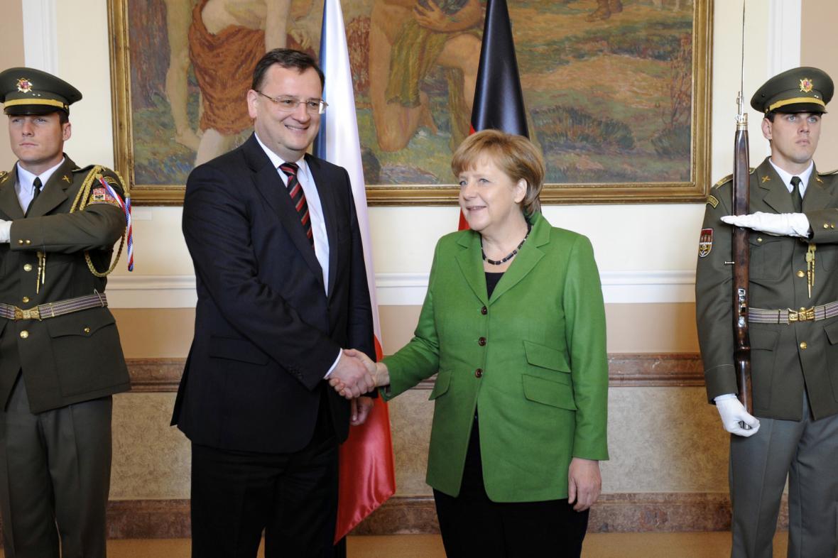 Merkelová a Nečas