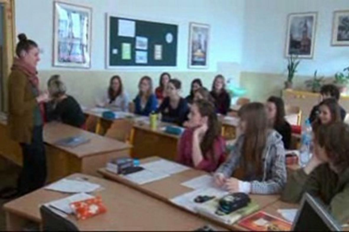 Americká lektorka na kolínském gymnáziu