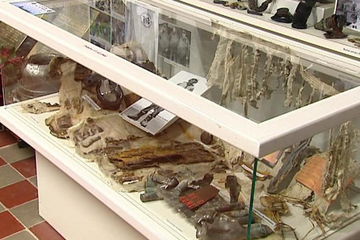 Výstava nalezených fragmentů z letecké bitvy