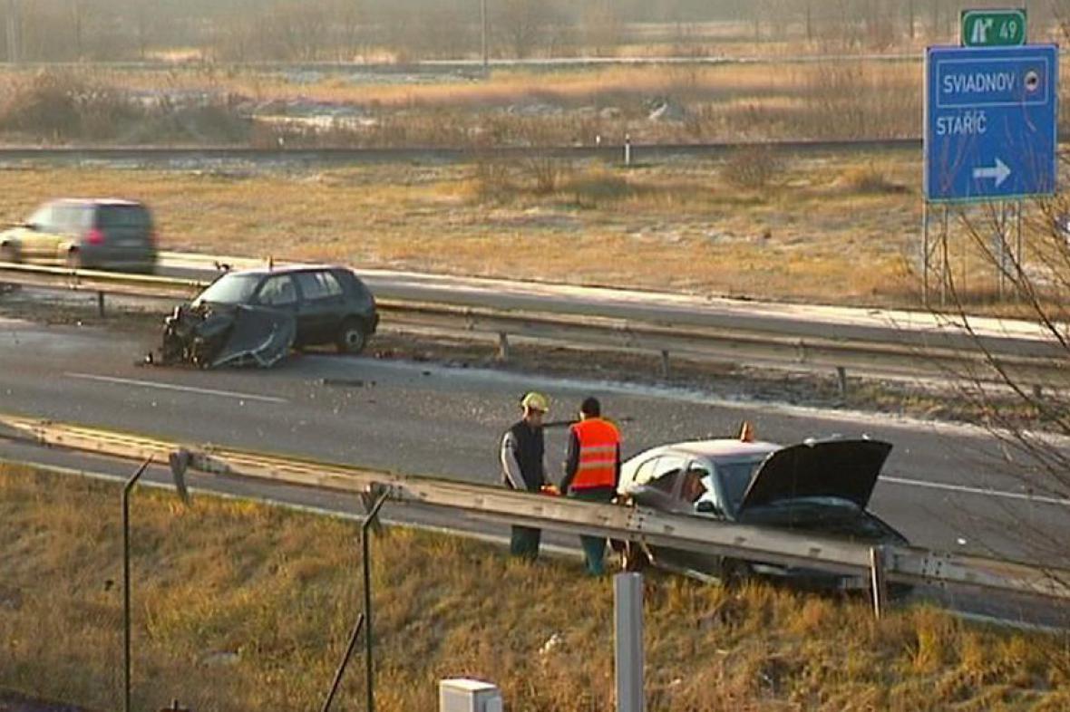 Nehoda na silnici R56 si vyžádala jednu oběť