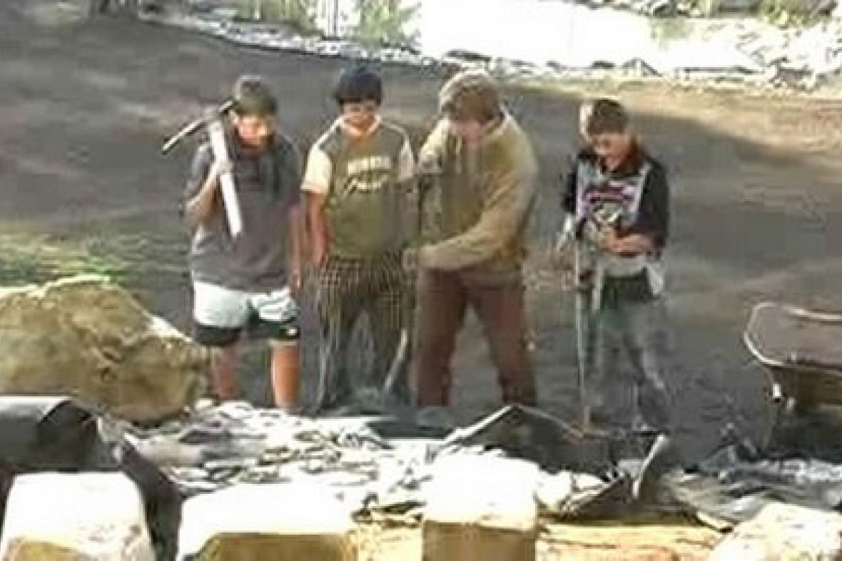 Poběžovičtí žáci při přestavbě školní zahrady