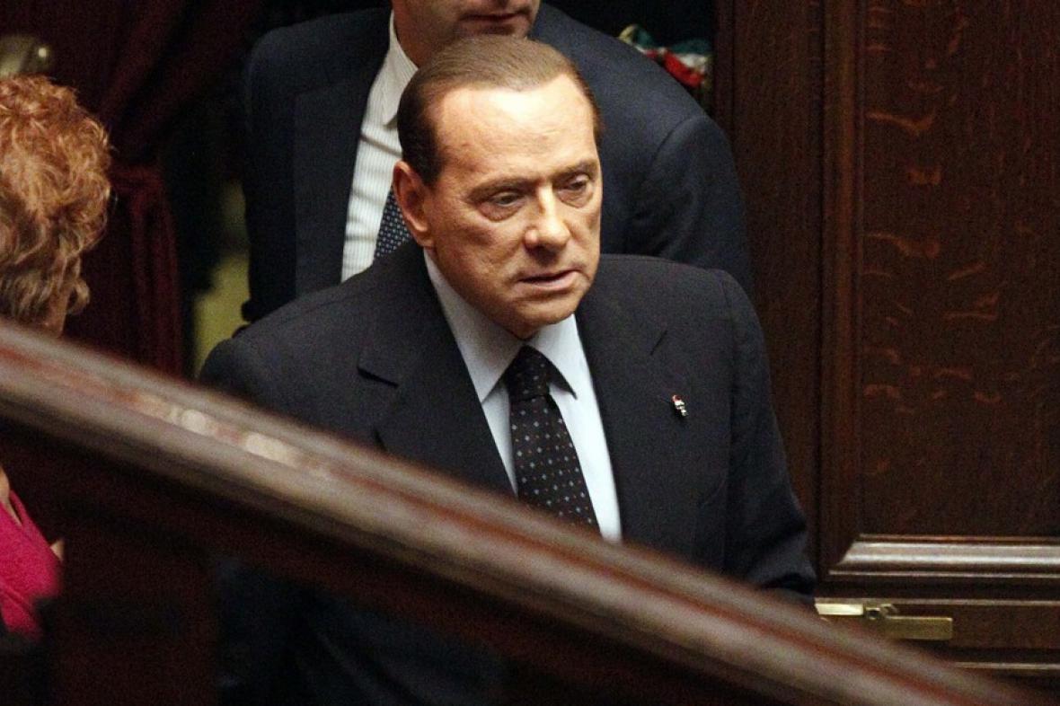 Silvio Berlusconi podal demisi