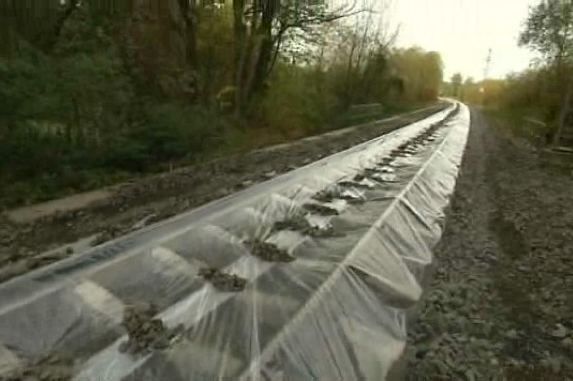 Kolejiště zakryté fólií