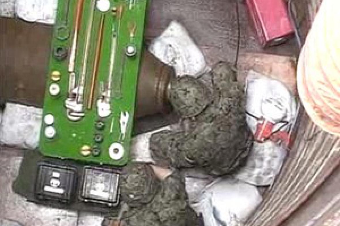 Pyrotechnici deaktivují bombu