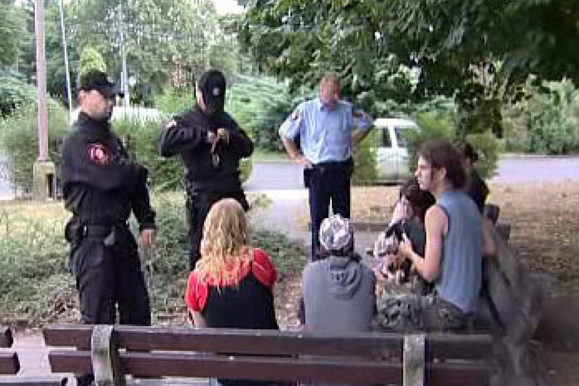Policie kontroluje pití alkoholu