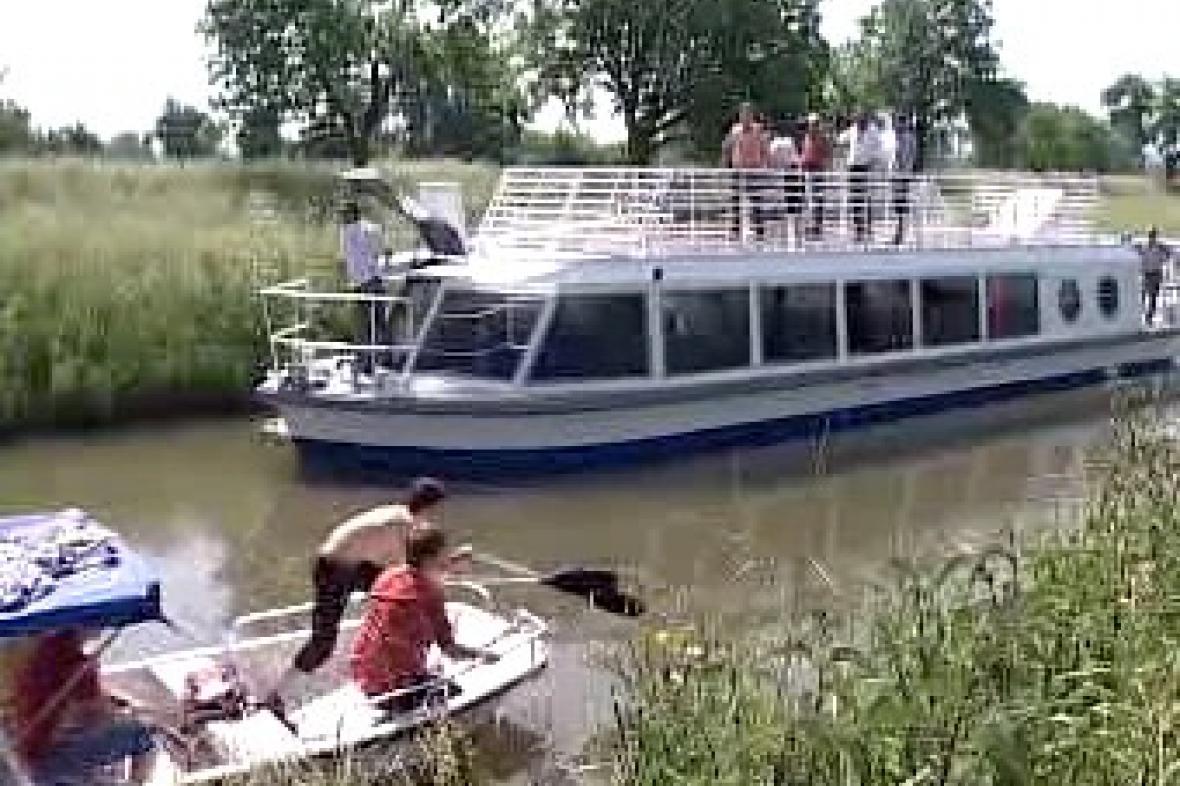 Nová loď na Baťově kanále