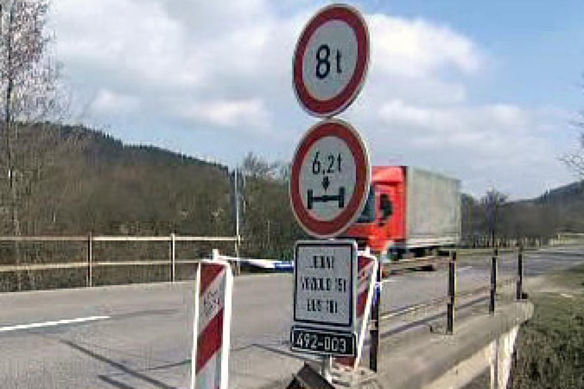 Poškozený most u Luhačovic