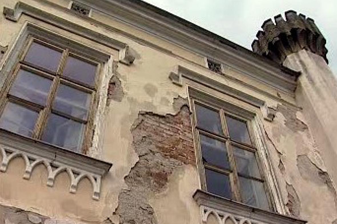 Rozpadající se zámek