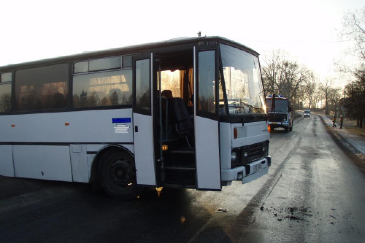 Hasiči zasahovali u nehody autobusu