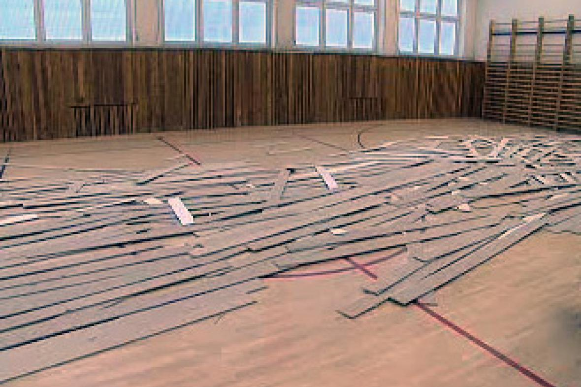 Spadlý strop