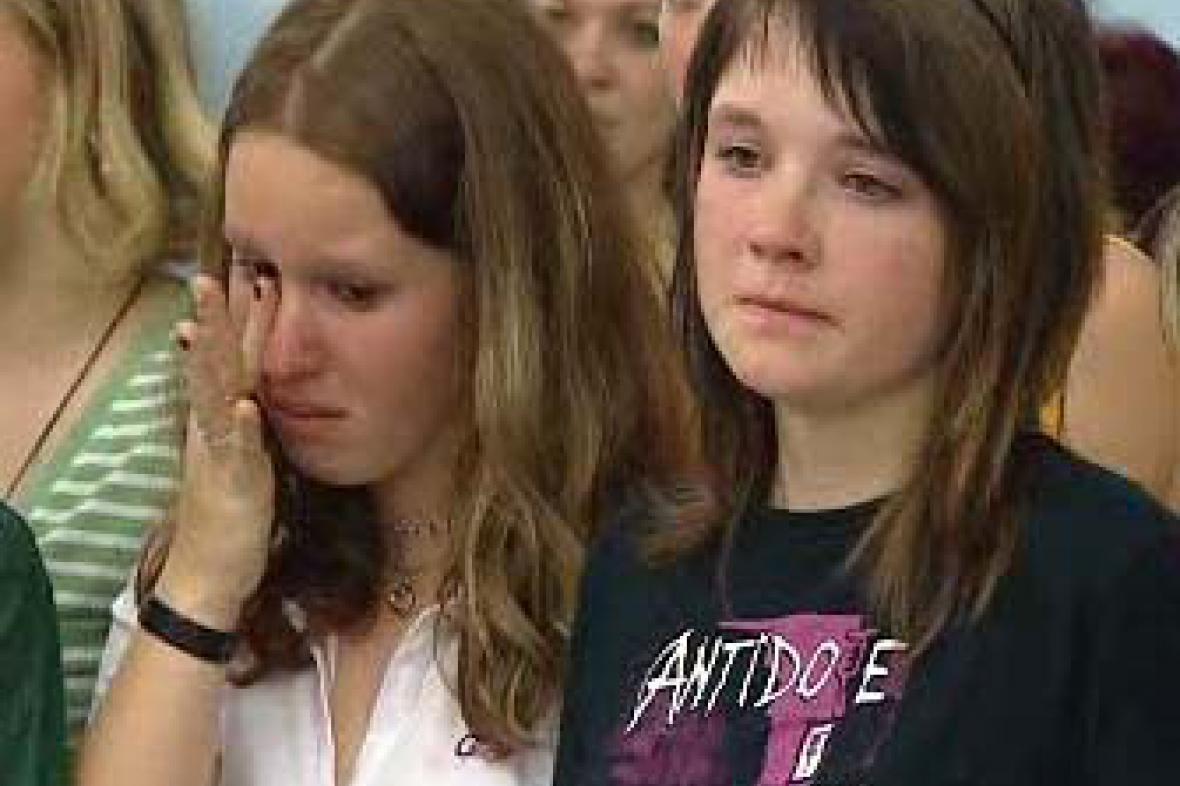 Plačící žákyně