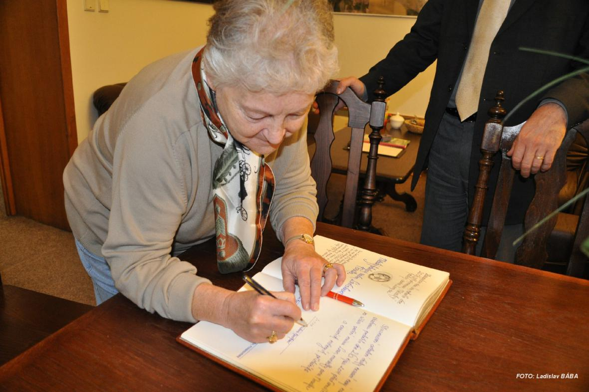 Na lounské radnici přivítali paní Stanislavu Novákovou