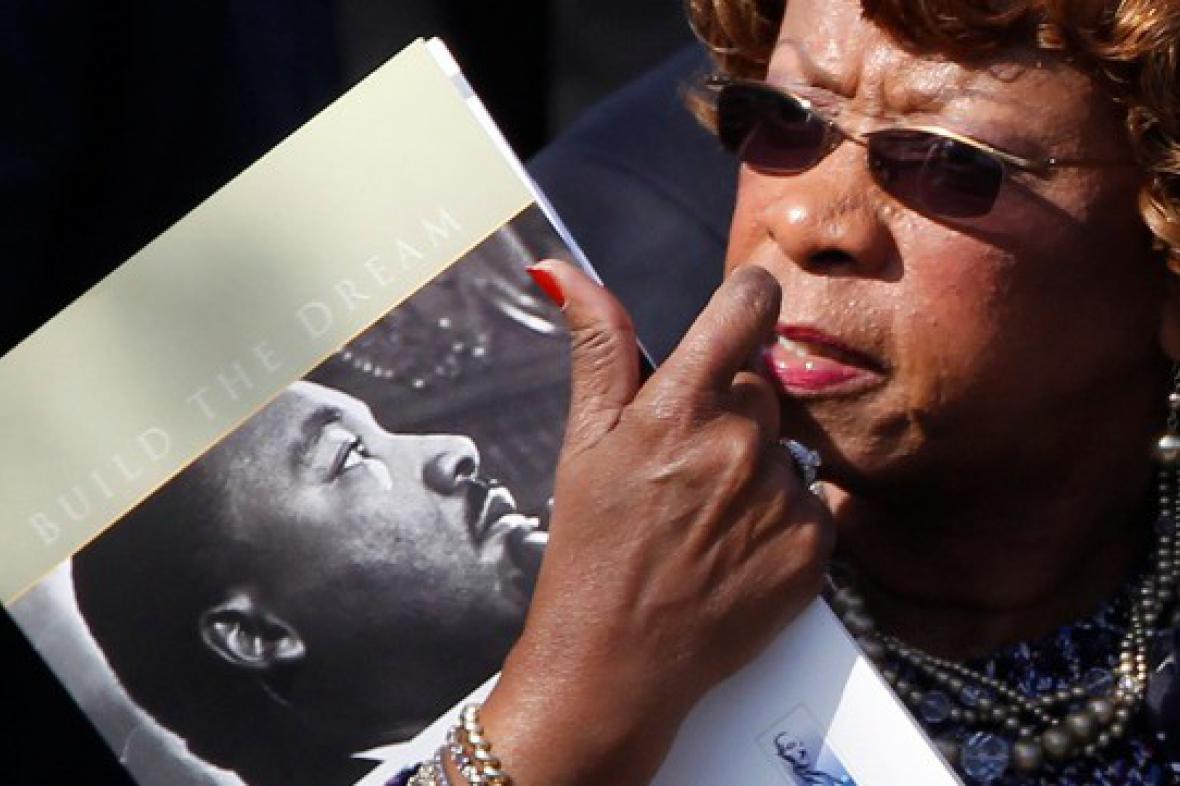 Návštěvnice ceremoniálu k odhalení pomníku M. L. Kinga