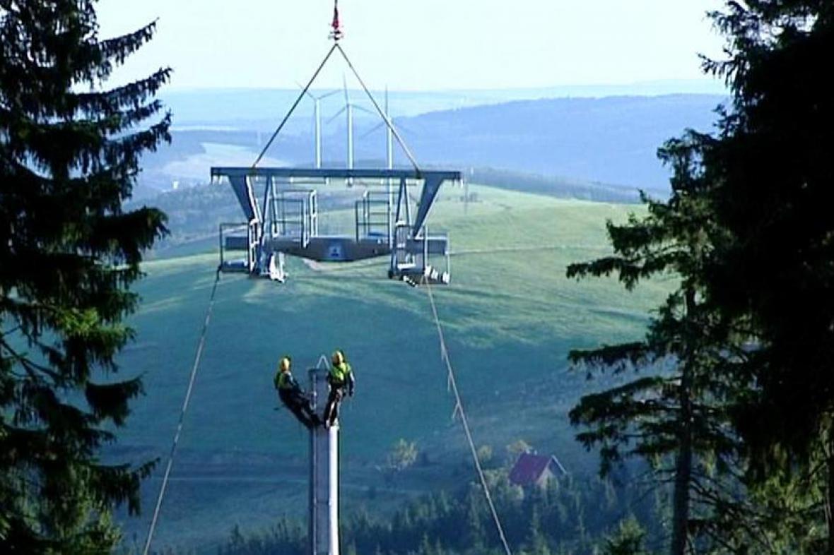 Stavba lanovky na Klínovci