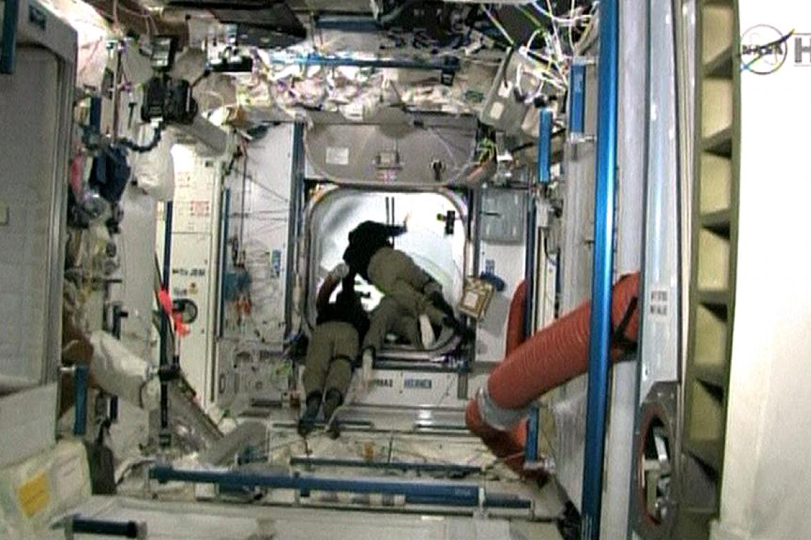 Raketoplán Atlantis se spojil s ISS
