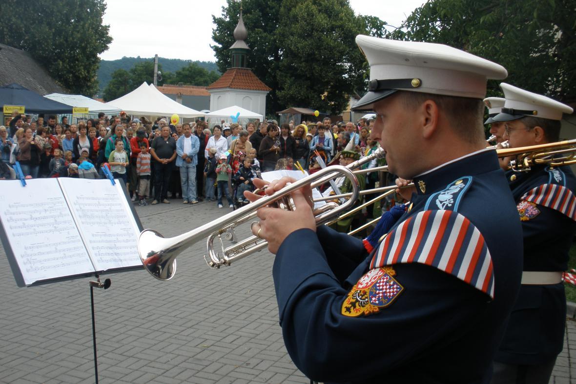Na loňských slavnostech zahráli trubači z Hudby Hradní stráže