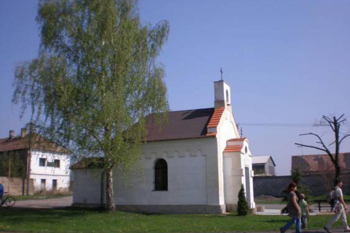 Kaple ve Vojnicích na Lounsku
