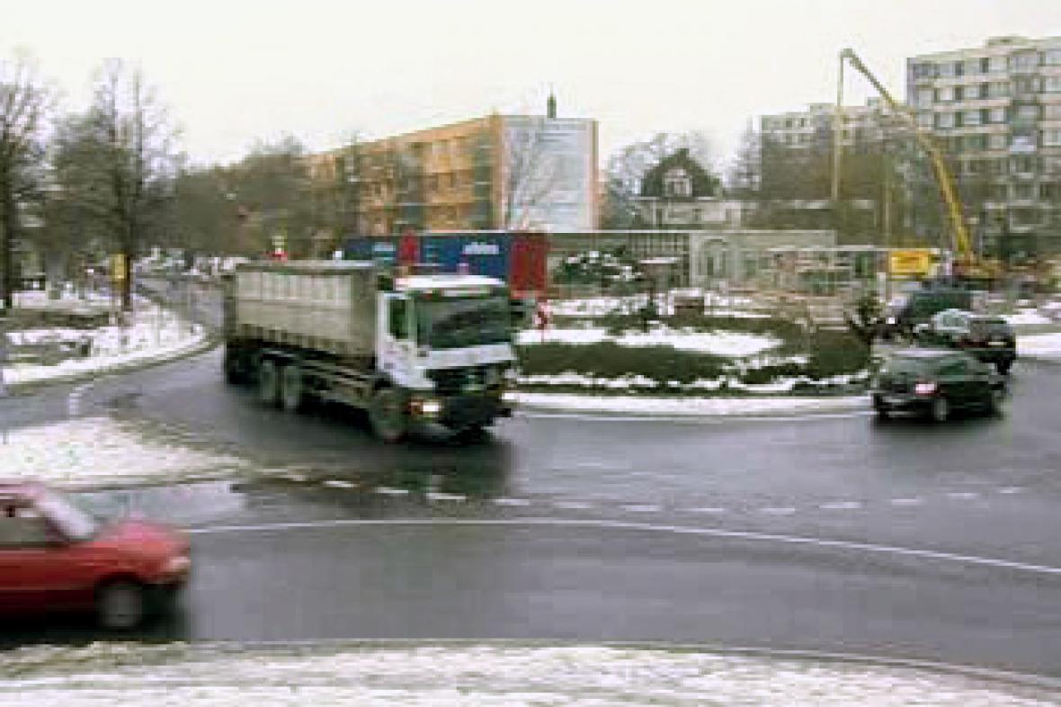 Kruhový objezd v centru Lovosic