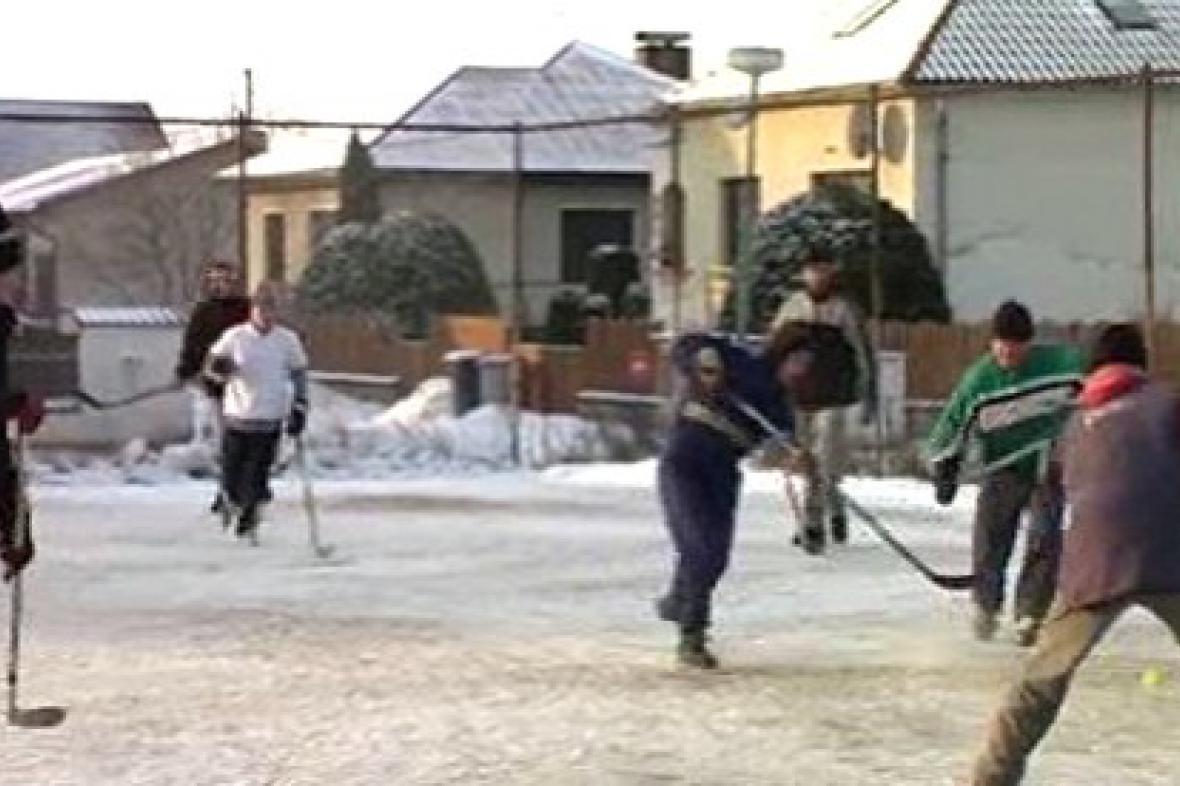 Momentka z hokejbalového turnaje