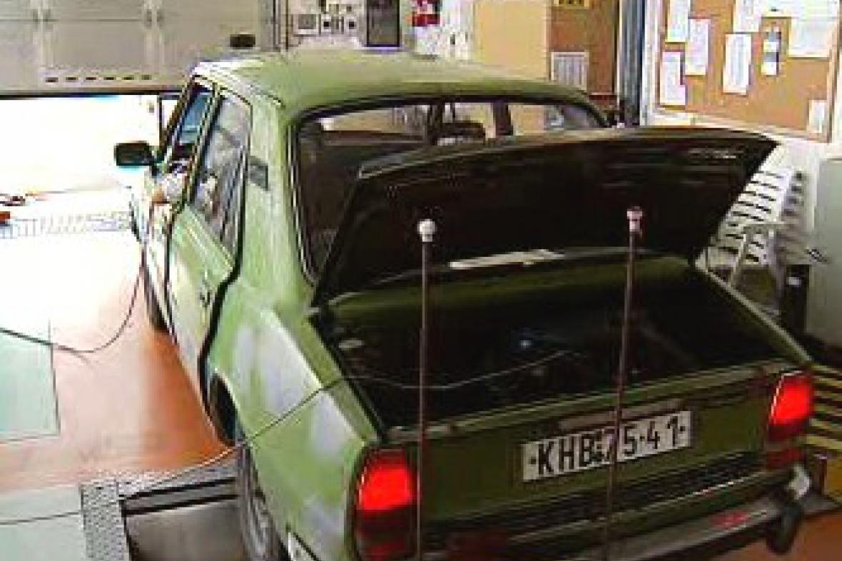 Auto na technické kontrole