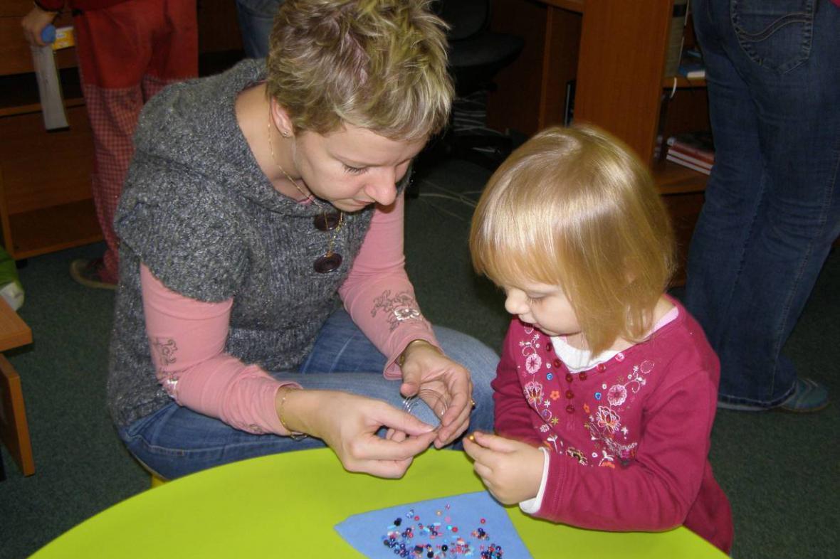 Výroba šperků z korálků ve Špindlerově Mlýně