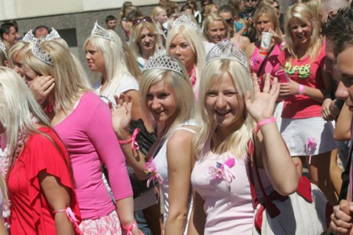 Do Sofie se sjely blondýny z celého světa