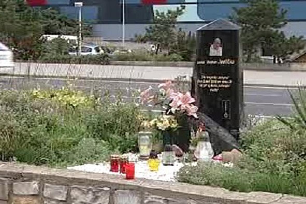 Pomník zavražděného Romana Jedličky