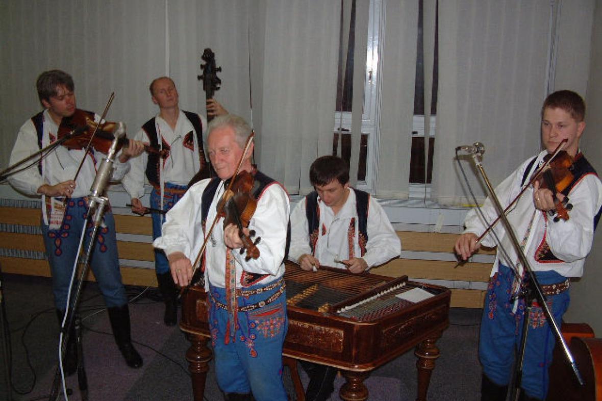 Horňácká cimbálová muzika Martina Hrbáče