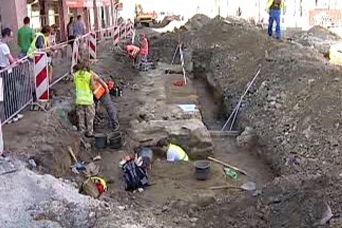 Archeologové objevili středověkou bránu
