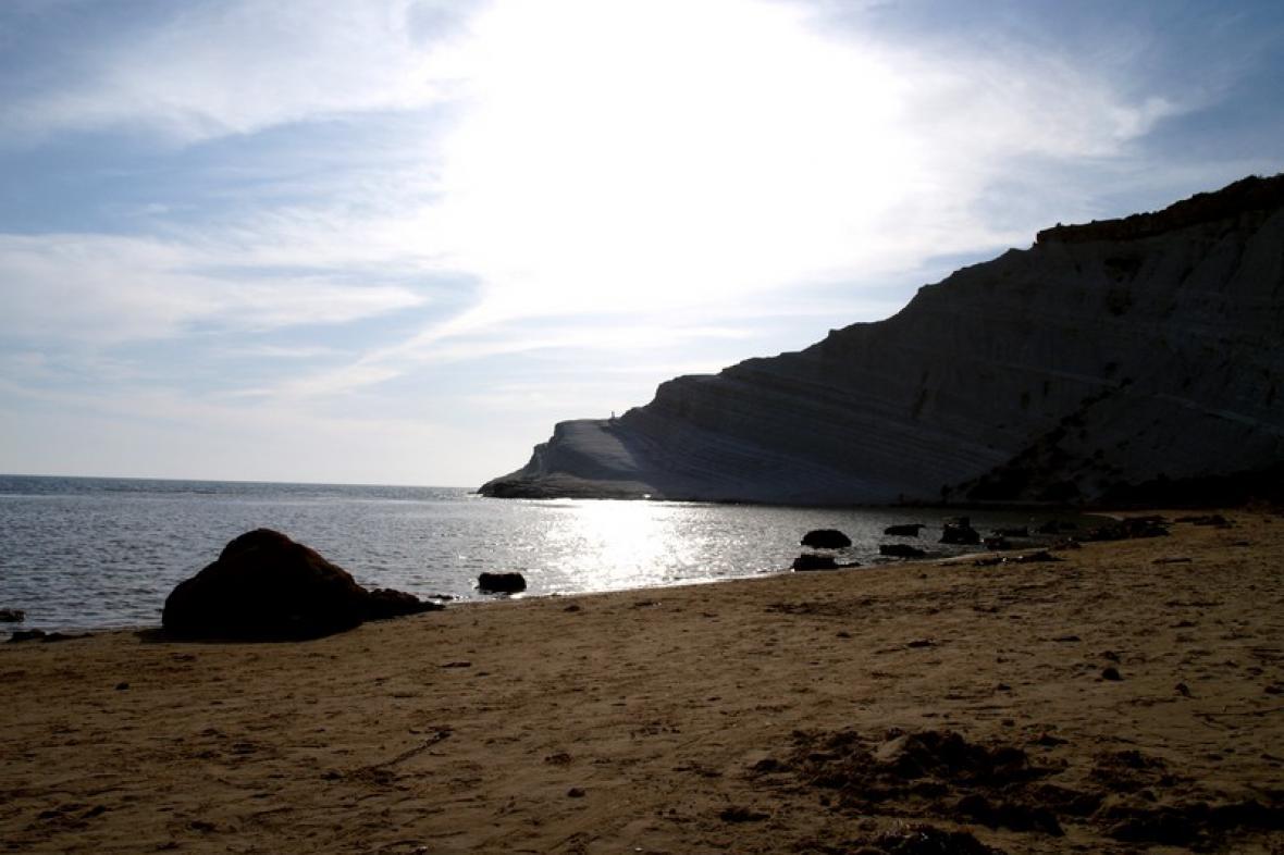 Jedna z mnoha sicilských pláží