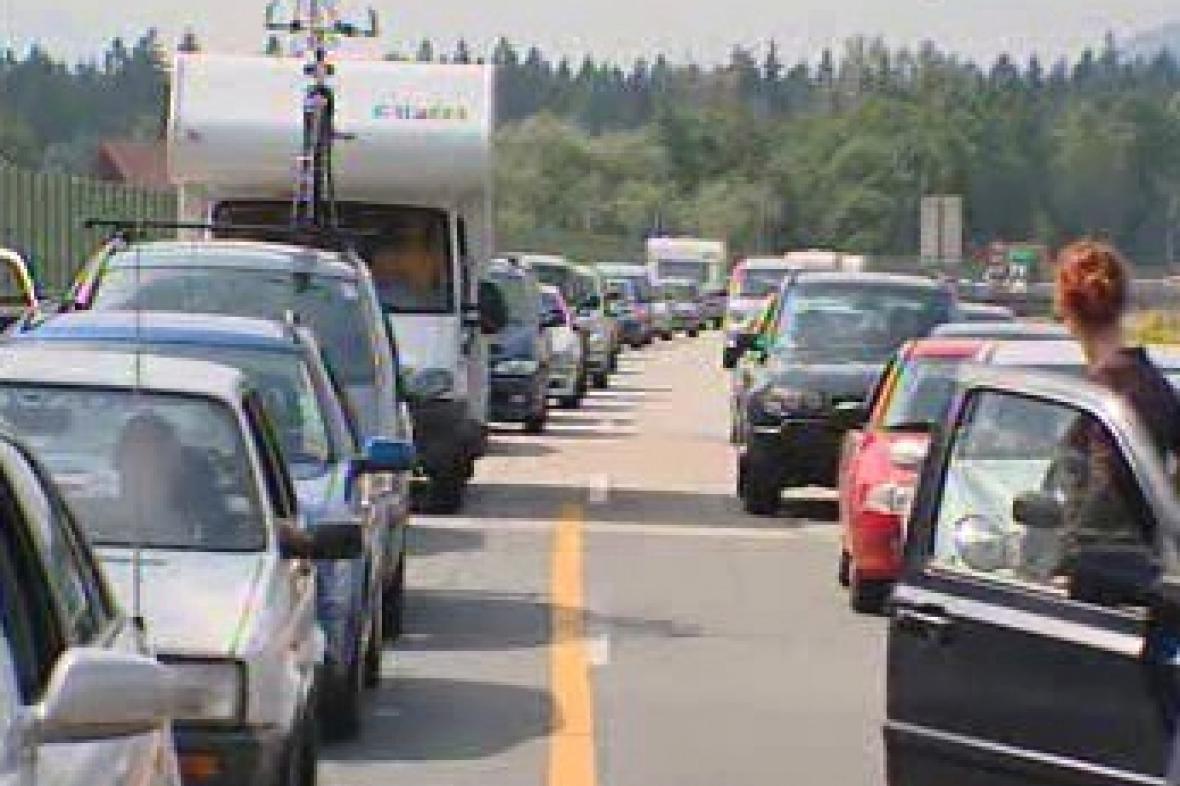 Kolona aut na rakouské dálnici