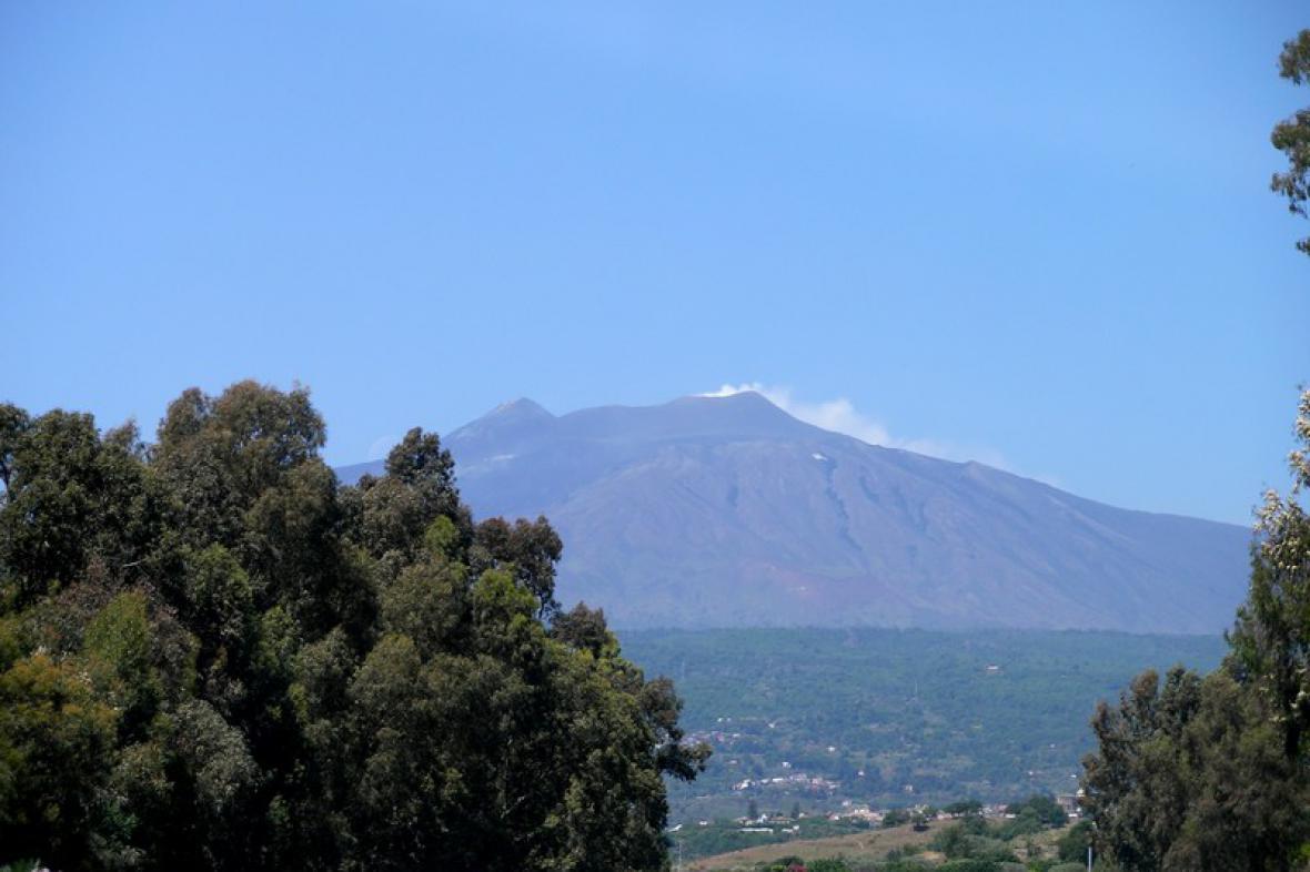 Dominantní Etna stále dýchá na Sicílii