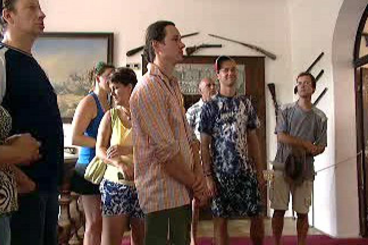 Návštěvníci při exkurzi