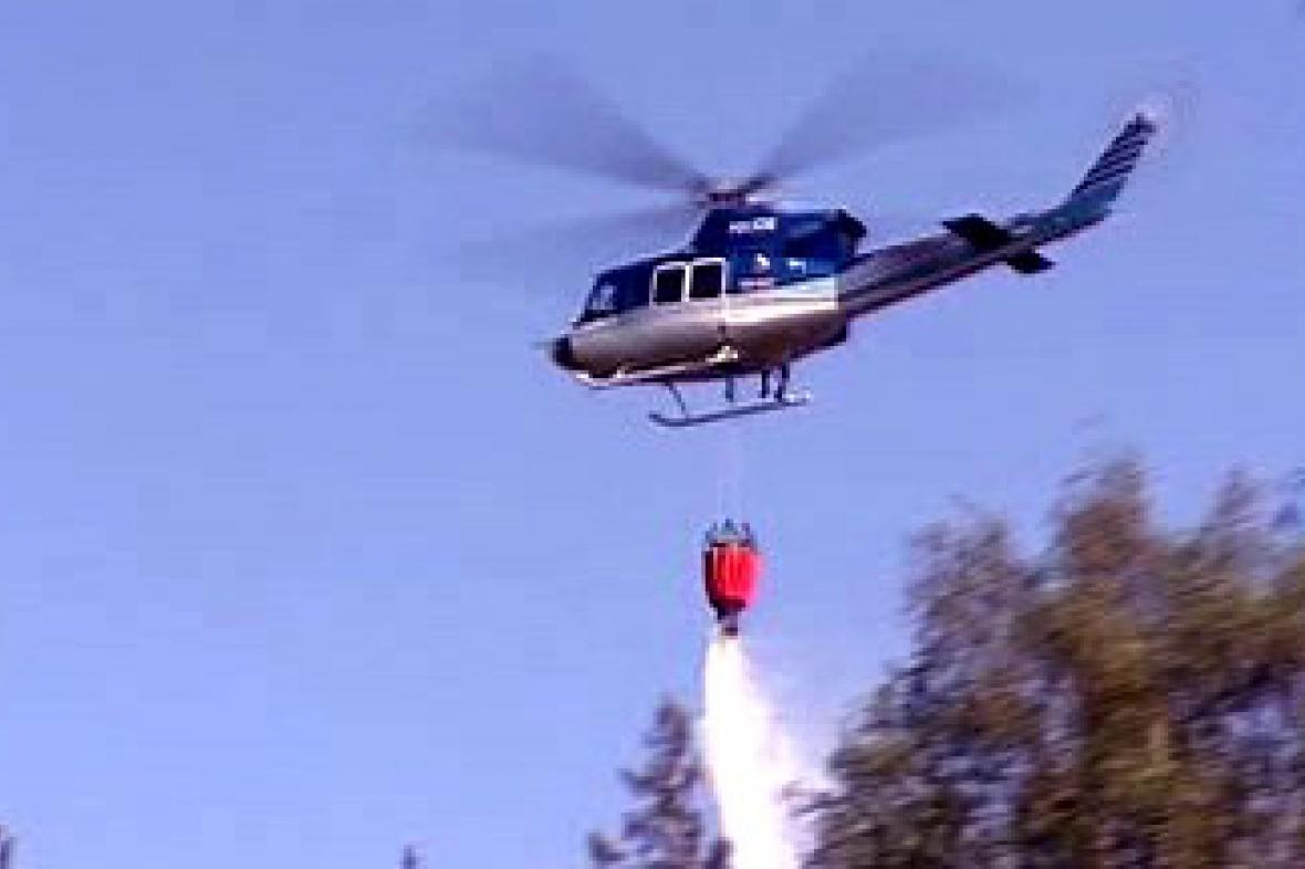 Hasičský vrtulník v akci