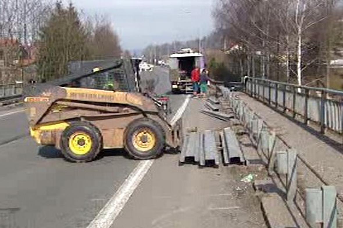 Práce na mostě