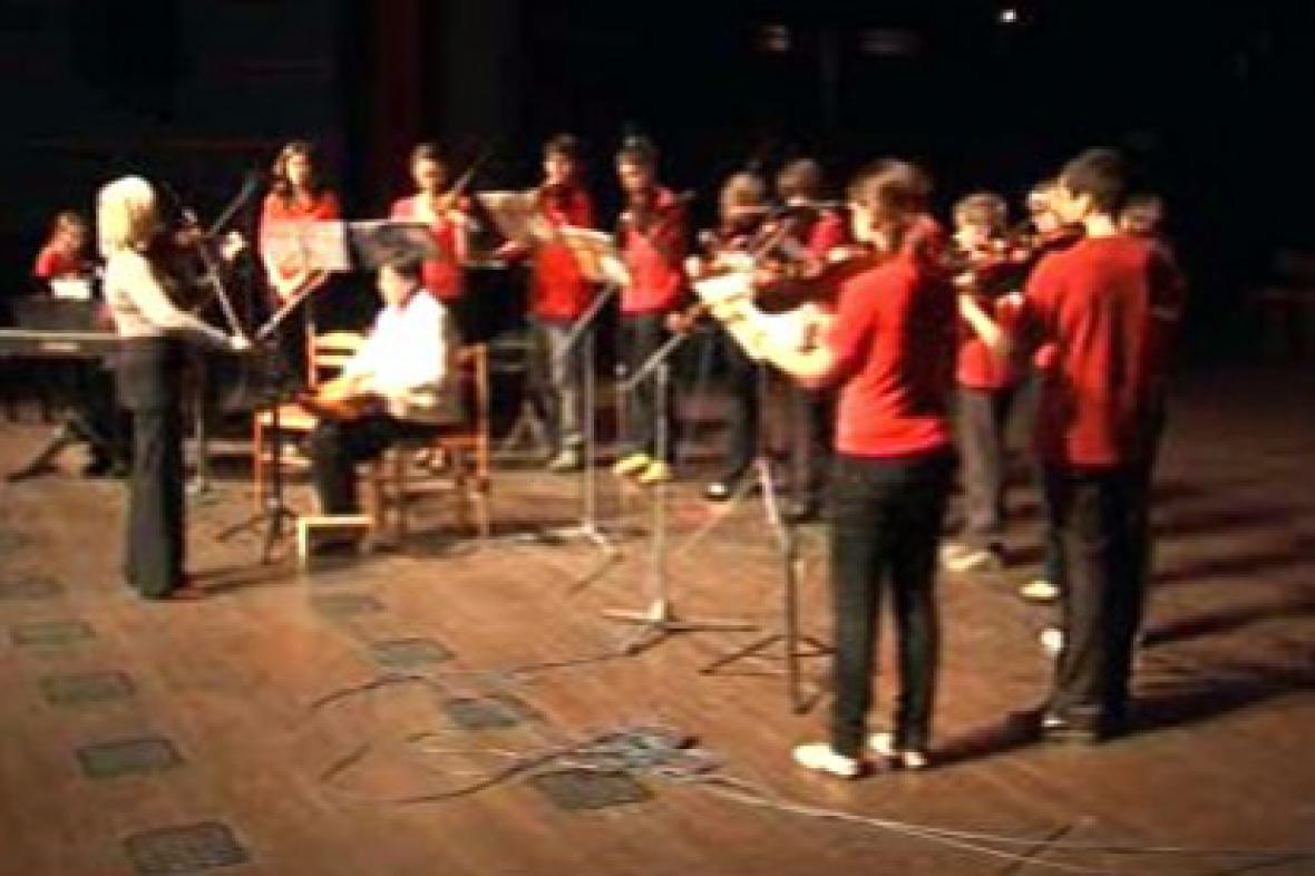 Žákovský orchestr při vystoupení