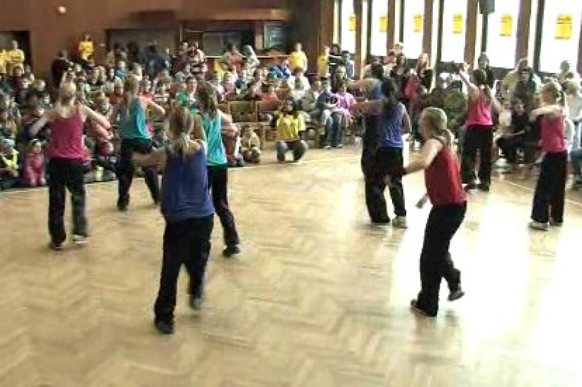Vystoupení tanečnic při bambiriádě
