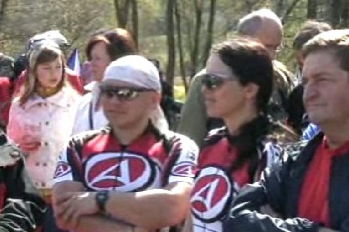 Účastníci otevření nové cyklostezky