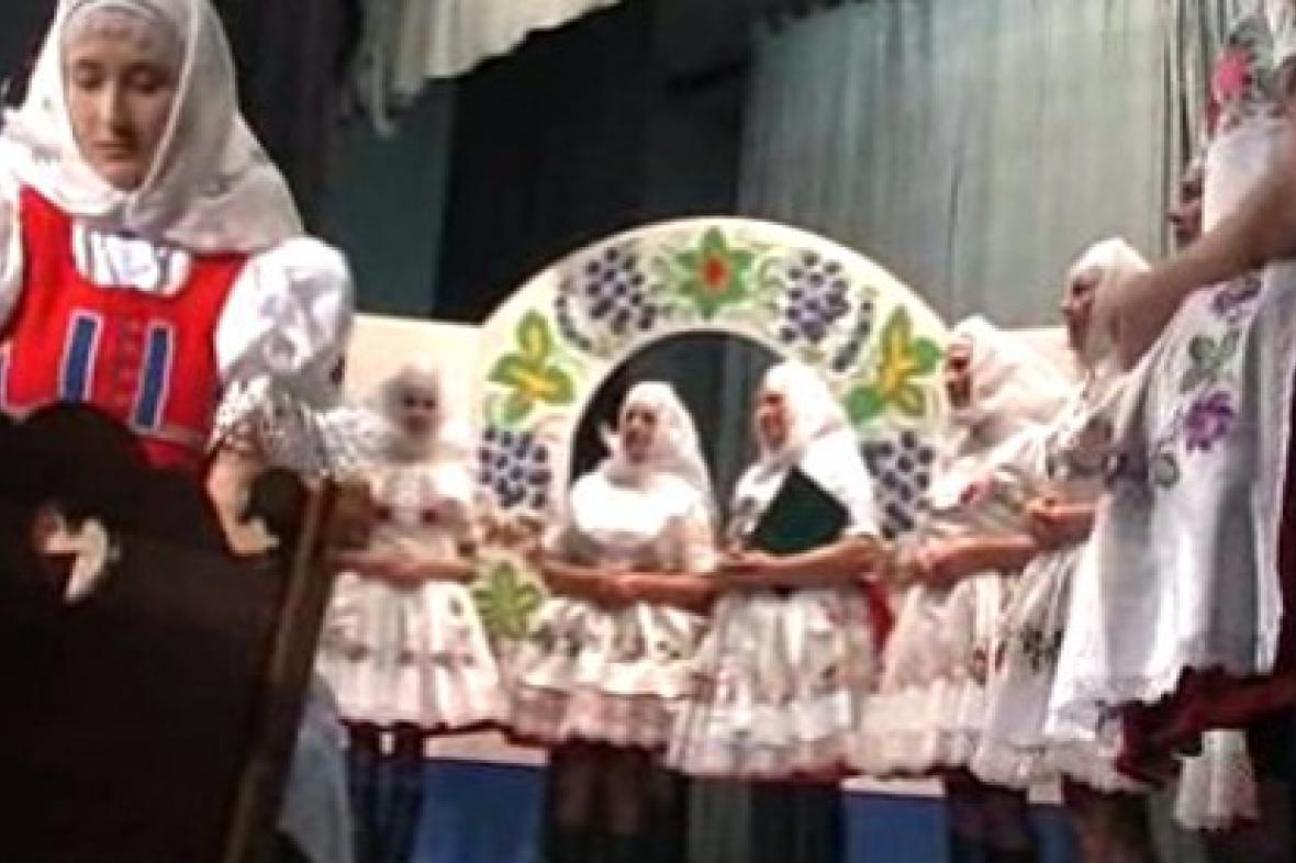 Ženský pěvecký sbor při vystoupení