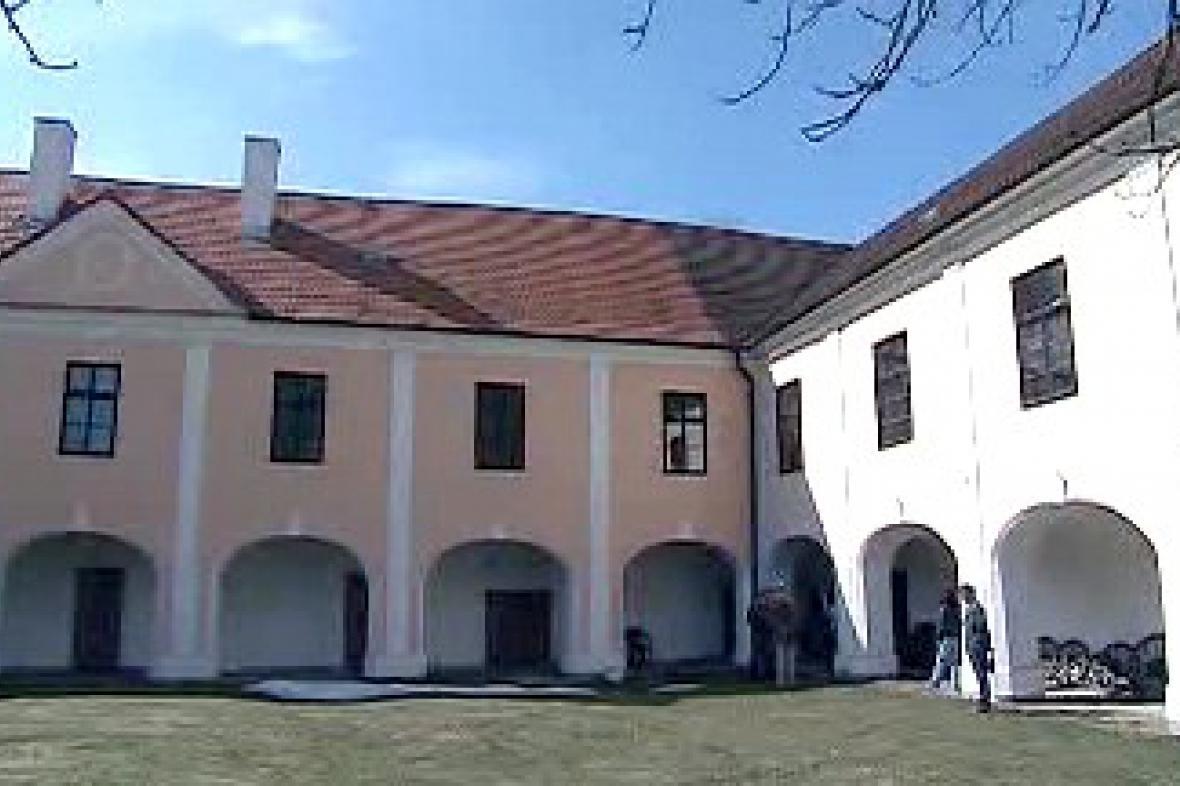 Zrekonstruovaný zámek