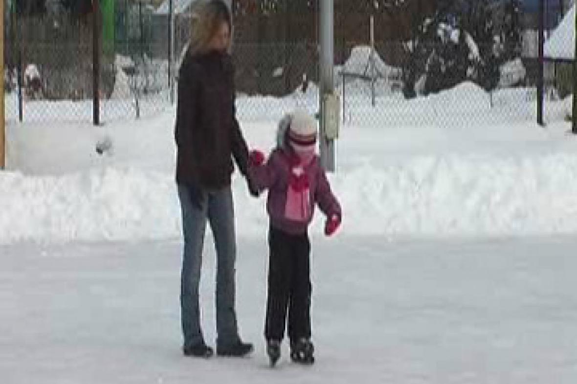 Malý bruslař na ledě