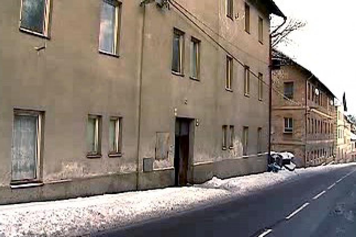 Jeden z vybydlených domů