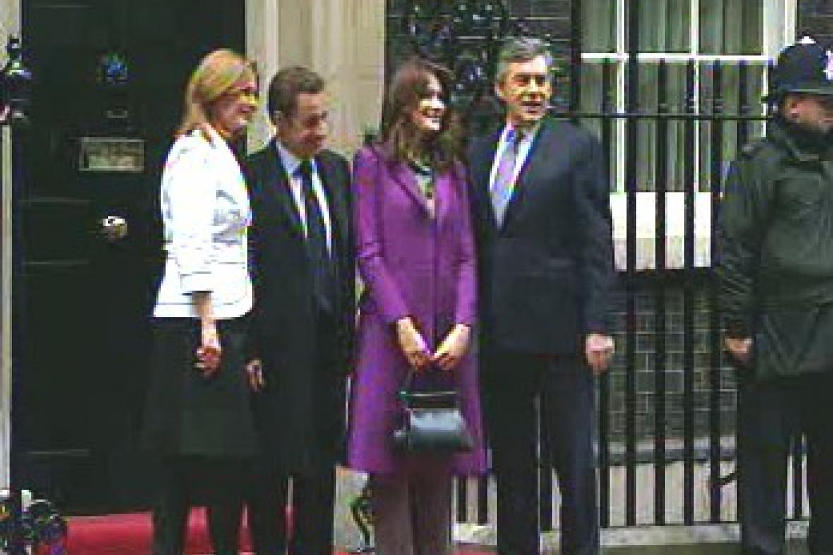 Sarkozy a Brown s manželkami