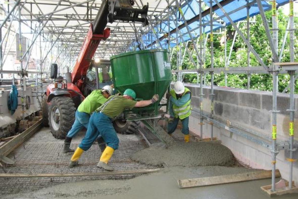 Rekonstrukce Karlova mostu