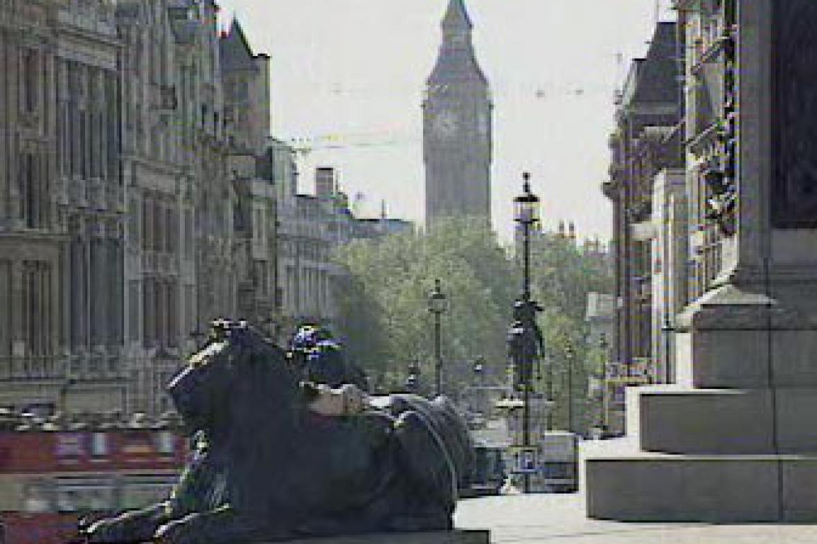 Big Ben z Trafalgar Square