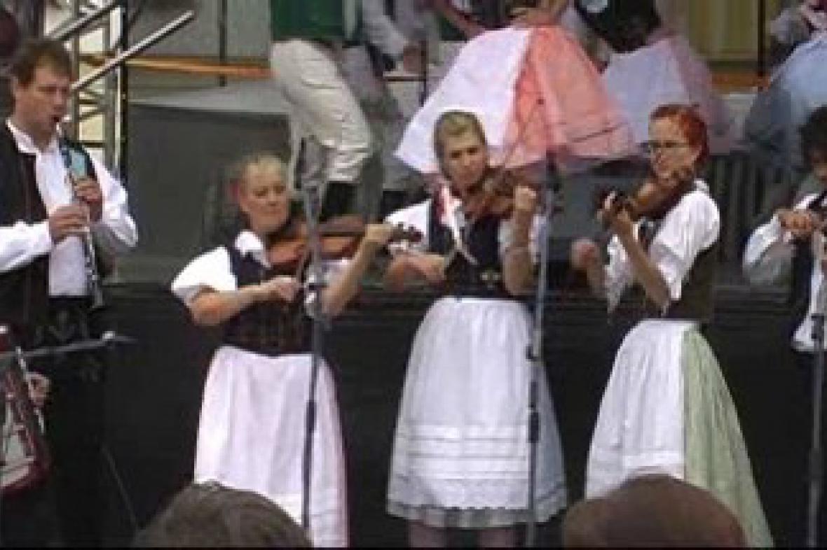 Folklorní slavnosti