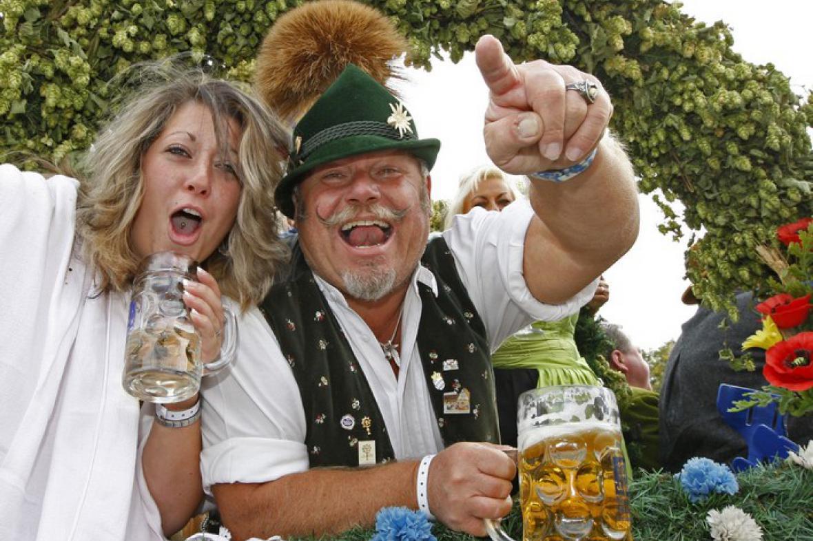 Návštěvníci Oktoberfestu